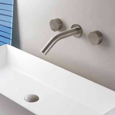 Installation de robinets de salle de bain